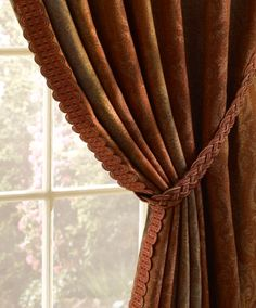 Beacon Hill's Luxury Window collection features luxurious designs in the finest natural fibers. The color palettes, Serene and Rustic, range from cool mineral tones to rich, earthen hues in a timeless array of window designs.