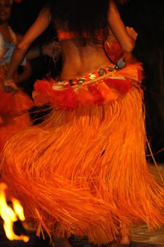 tahitian dance .