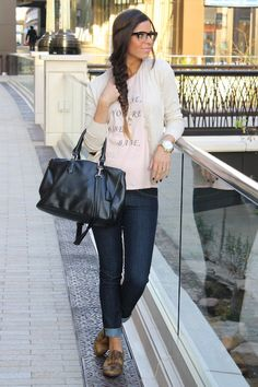 casual date night outfit - cute tee, cardi, skinnies and oxfords
