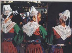 Plougastel- détails des costumes féminins