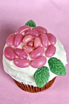 Love That Party: Super Simple Birthday Cakes: Easy Rose Cupcake