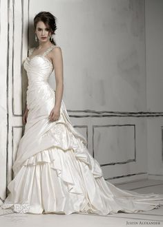 Gorgeous tulle & Venice lace wedding gown by Justin Alexander