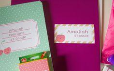 Etiquetas personalizadas para imprimir sin textos para la #VueltaalCole con diseño con frutas y cupcakes de colores, que se pueden personalizar con el nombre y curso escolar. Espero que sean útiles!