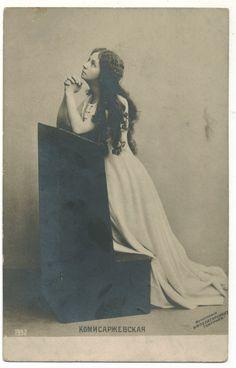 Vintage woman praying II