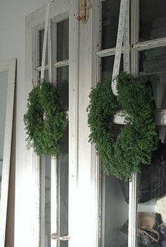.adorna las ventanas principales si quieres vivir las Navidades