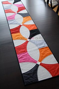 A Modern Table Runner - Mama Love Quilts