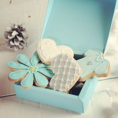 You can not go wrong with this adorable gift box. Ask here if you want to purchase it in turquoise: http://selfpackaging.com/en/root/home/boxes-1504-flanged-gift-box-with-lid-52.html?size=1 #cookies #packaging #boxesforcookies #blueinspiration #babyshower