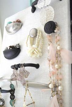 Lovely Jewelry Organizer... drawer knobs, hardware jewelry, organize jewelry, cabinet doors, diy idea, old cabinets, drawer pulls, cabinet hardware, jewelri organ