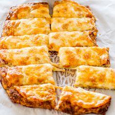 cheese bread, food, cauliflower pizza, cauliflow breadstick