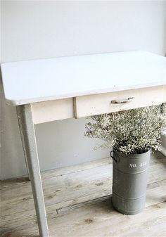 Vintage Enamel Top Table. I have one of these now! Using it as a desk
