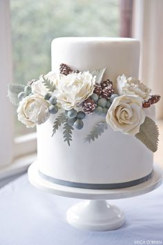 winter cakes, simple cakes, white weddings, winter wedding cakes, small cakes