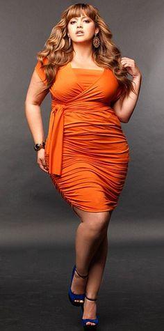 vestido modelo longuete para gordinhas. Lindo!!  ----------------------------------------- http://www.vestidosonline.com.br/modelos-de-vestidos/vestidos-gordinhas