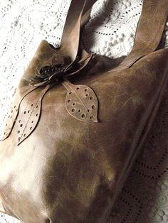Mon petit sac en cuir fait main.