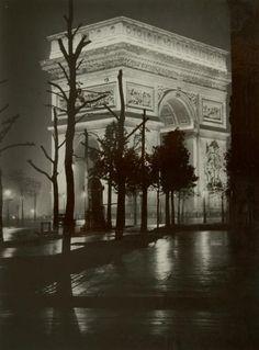 Paris de nuit, ca 1935, Brassaï.