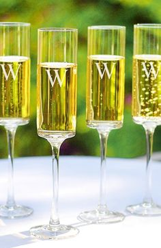Personalized champagne flutes http://rstyle.me/n/m4hphnyg6