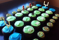 superbowl cupcakes #parties #hwtm #hwtmgametimeguide #football