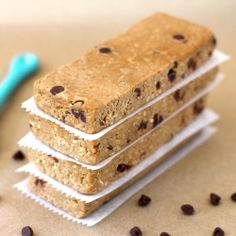 {secretly healthy} No-bake Chocolate Chip Cookie Dough Protein Bars with 18g protein! #foodgawker