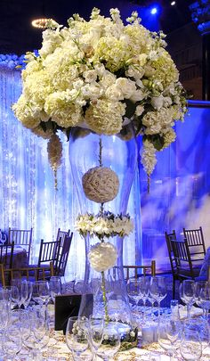 wow x just gorgeous table centerpiece.....but why doesn't anyone do something like this but in a giant vintage birdcage?????