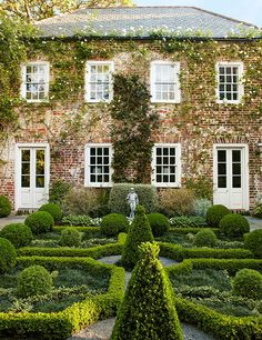 Gorgeous Formal Charleston Garden by Traditional Home
