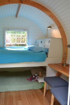 Queen bed on top and room for 2 littlies underneath or storage - Hornby Island Caravans, bowtop