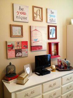 Retro vintage gallery wall in teens bedroom