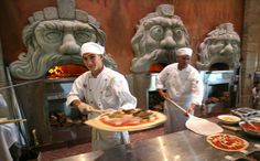 Via Napoli Ristorante e Pizzeria-Discover authentic Italian cooking, including hearty pastas, fresh salads and pizzas perfected in wood-burning ovens. Location : Epcot, World Showcase (Italy)