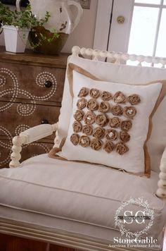Diy cojín decorado con rosas de arpillera/Diy a roses burlap pillow | Bohemian and Chic