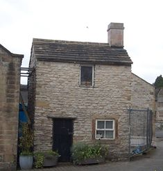 Youlgrave - Thimble Hall, smallest detached house in England