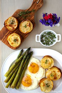 Muffin-Pan Potatoes by foolproofliving: Individual serving size potatoes for any meal that are delicious and simple to put together #Potatoes #Muffin_Pan