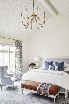 Tongue and groove ceiling + leather bench at the end of the bed | Caitlin Wilson