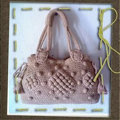 Crochet purse handles tutorial. This one is in Portugese.  The English translation can be found here: http://tarekices.blogspot.com/2011/12/crochet-purse-handles-tutorial.html