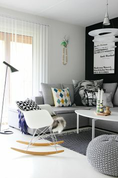 Small living room- love the set up.