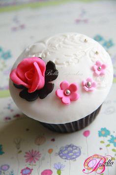 embossed fondant cupcake