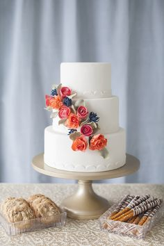 Wedding #Cake Ideas on SMP: http://www.StyleMePretty.com/little-black-book-blog/2014/01/24/wedding-cake-ideas/ Katie Parra Photography | Cakes by The Sweet Side