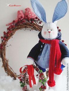 Зайчик Фил с рождественским веночком - тёмно-синий,синий,клетка,белый
