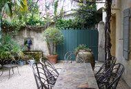French garden.  Yes please.  Jardin d'une maison à Saint-Rémy-de-Provence