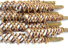 Gourmet Decorated Dog Treats Muddy Puppys Dipped and drizzled Munchie Sticks Peanut Butter Yogurt Carob Set of 15