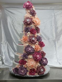 Flower cascading wedding cake by Eye Candy Cakes - American style Wedding Cakes in Paris