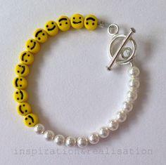 inspiration and realisation: #DIY #knockoff Nektar De Stagni smiley face and pearl bracelet #tutorial .Original is $115.#bracelet #smiley_face #diy_jewelry