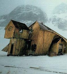 Floods: Houses, home, damage, shambolic.