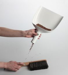 Clever sweeper and dustpan