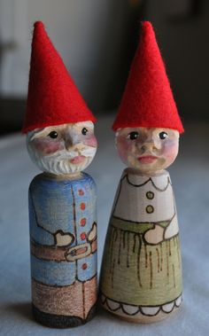 Hand-carved Gnome Couple  what a great idea!