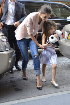 Cupcake time for Suri and Katie Holmes