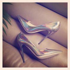 holopgraph jimmi, fabul, jimmi choo, holographic shoes, jimmy choo, holograph iridesc, fashion 12, holograph metal, choo heel