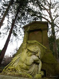 Tombe de Jules Verne, au cimetière de la Madeleine, Amiens.