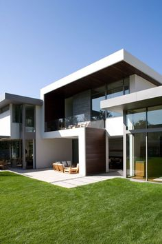 EXTERIOR // Brentwood Residence by Belzberg Architects