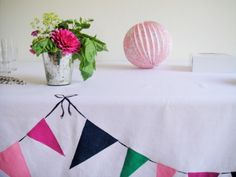 DIY bunting tablecloth - the bunting is painted on, so cool!