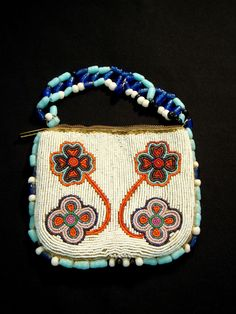 Musée Héritage Museum: June 2012 Beadedx purse by Mary Desjarlais
