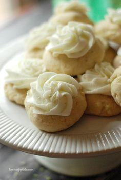 Soft sugar cookies with a fresh key lime frosting! www.lemonsforlulu.com
