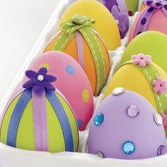 huevos duros con la cinta y piedras preciosas decoraciones
